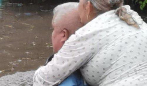 Rescatan a mujer en paso desnivel de Cajeme